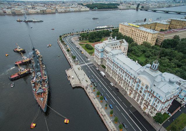 الطراد أورورا الأسطوري - رمز الثورة في روسيا