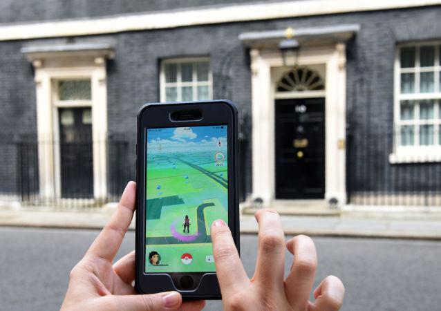 لاعبو لعبة بوكيمون-غو (Pokemon Go) في بريطانيا، 14 يوليو/ تموز 2016.