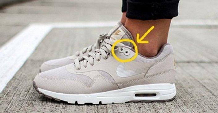 الثقوب الإضافية في الأحذية الرياضية