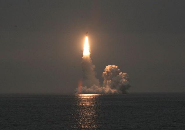 إطلاق صاروخ بالستي (صورة ارشيفية)