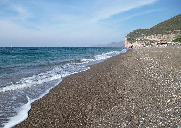 الشاطئ السوري الذي تعشقه الفاتنات الروسيات