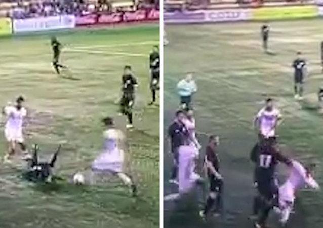 مباراة كرة قدم بين البحرين وأمريكا