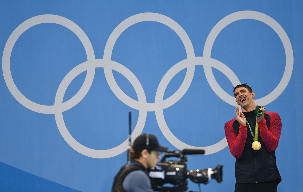 أولمبياد ريو 2016 - رياضي أمريكي بعد فوزه بالميدالية الذهبية في سباق السباحة (200 متر)، أغسطس/ آب 2016