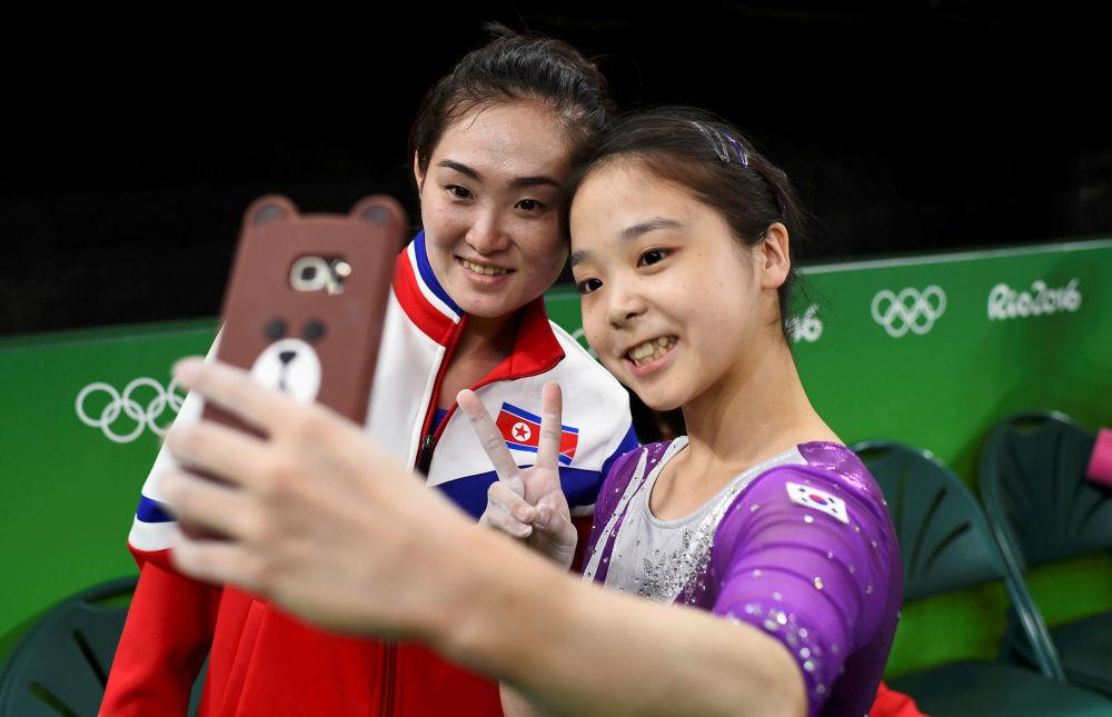 أولمبياد ريو 2016 - رياضيتان (لألعاب الجمباز) من كوريا الشمالية والجنوبية، 4 أغسطس/ آب 2016