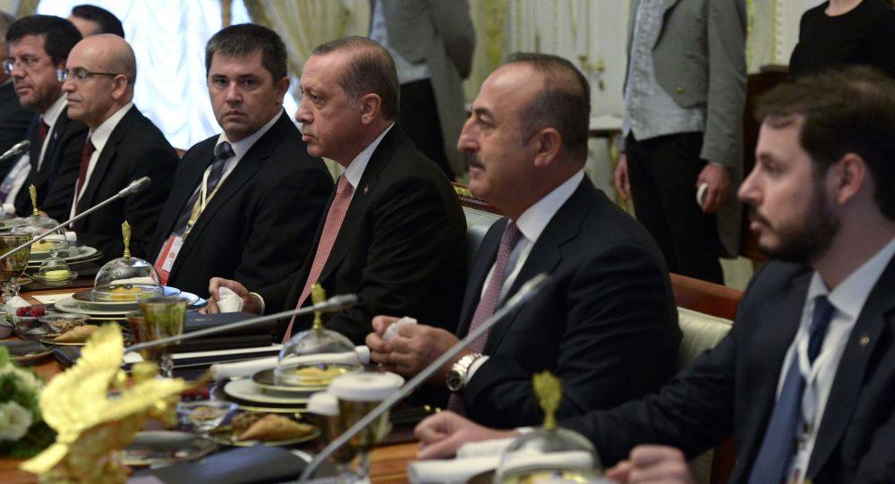 الرئيس التركي خلال اجتماع مع الرئيس الروسي في سان بطرسبورغ