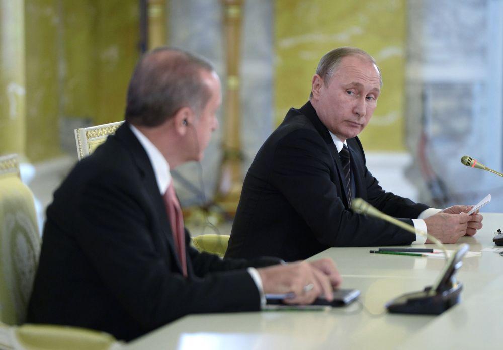 لقاء الرئيس الروسي فلاديمير بوتين والرئيس التركي رجب طيب أردوغان في مدينة سانت بطرسبورغ، روسيا 9 أغسطس/ آب 2016.