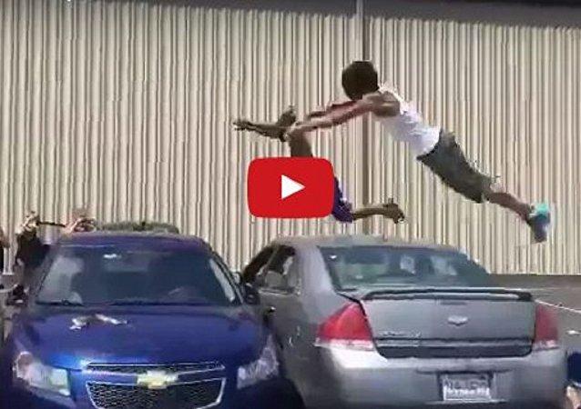 شابان يقفزان بطريقة أولمبية