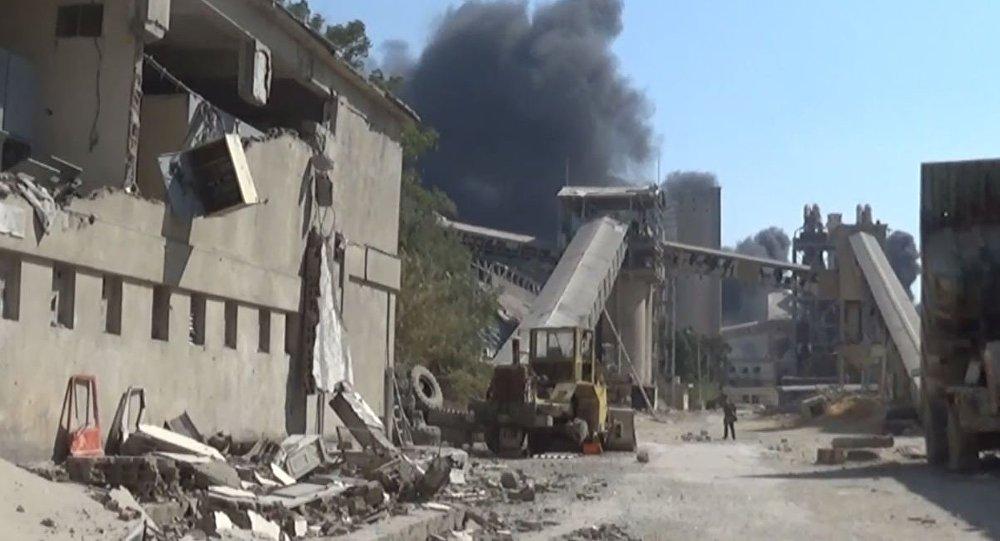 الجيش السوري داخل معمل الإسمنت