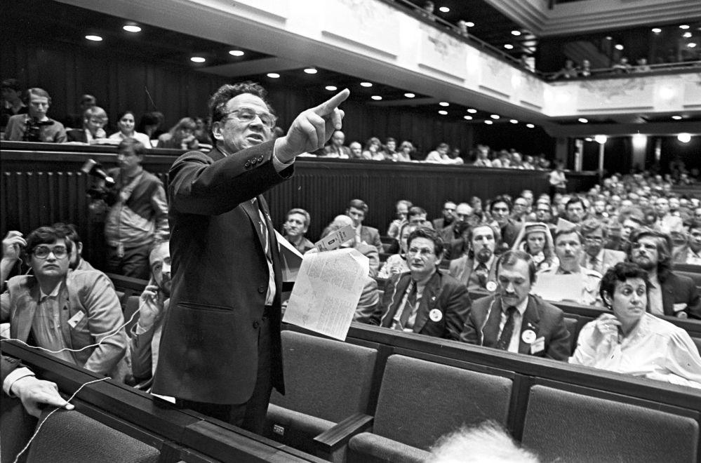 اجتماع نشطاء سياسيين من إستونيا ولاتفيا وليتوانيا عام 1989.