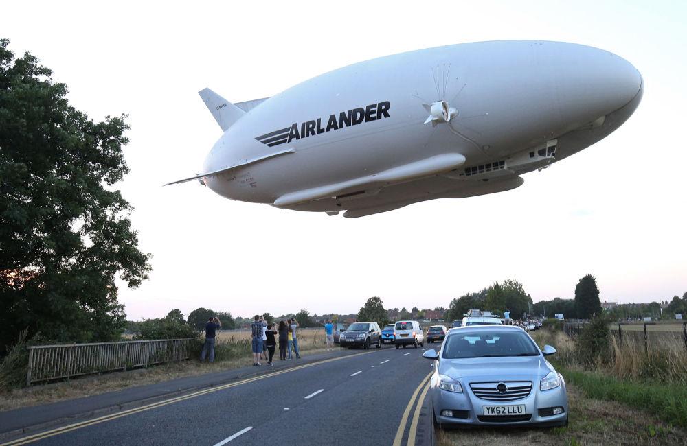 تمكنت الطائرة المعروفة باسم أيرلاندر 10 والتي أطلق عليها اسم  البوم الطائر أيضا من الإقلاع في طلعة جوية تجريبية دامت نصف الساعة بعد أيام من محاولة الانطلاق الفاشلة بسبب عطب فني، 17 أغسطس / آب 2016