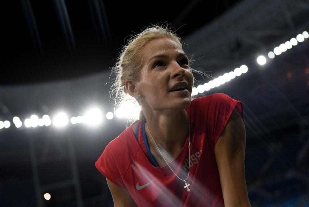 أولمبياد ريو 2016 - الرياضية الروسية لألعاب القوى داريا كليشينا قبيل بدء مسابقة الوثب الطويل