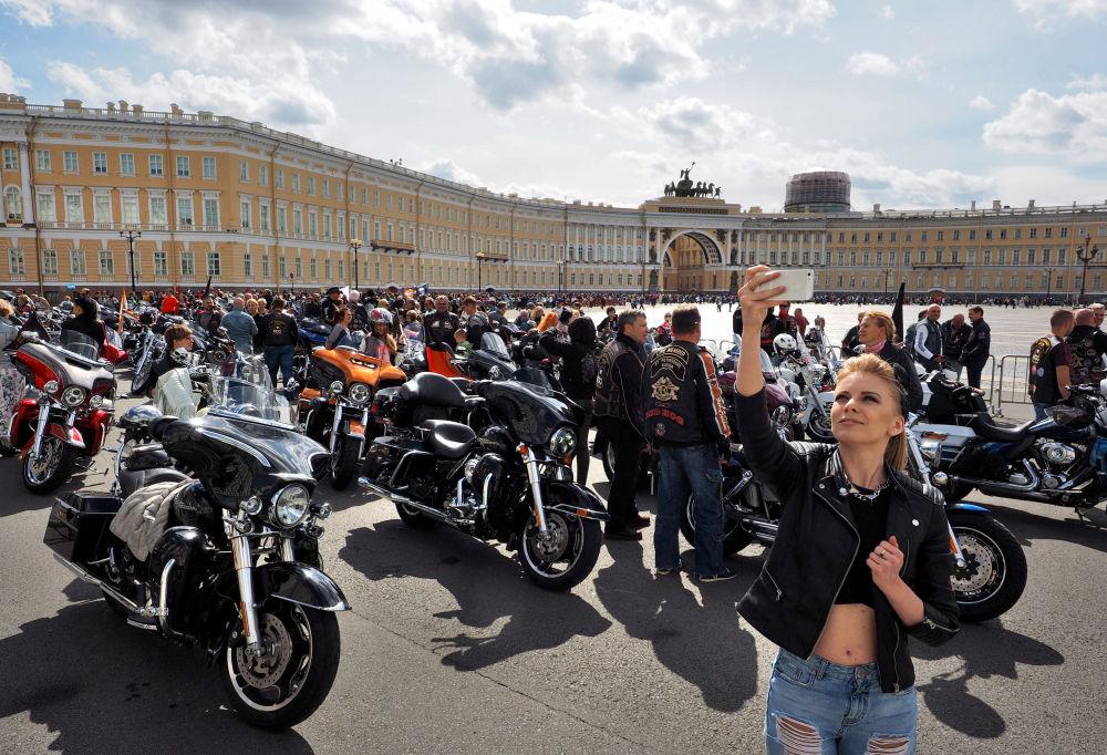 مهرجان موتو فيستيفال لركوب الدراجات النارية في مدينة سانت بطرسبورغ، روسيا
