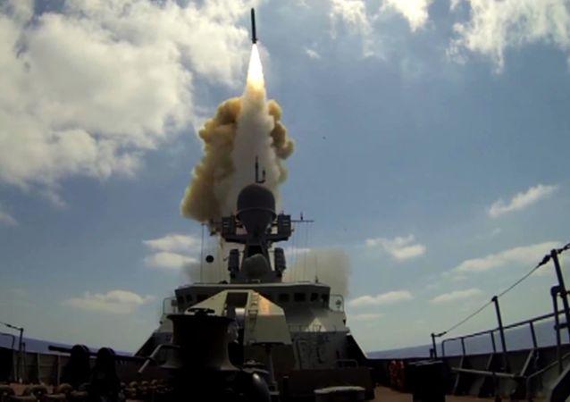 أعلنت وزارة الدفاع الروسية، أن السفن الصاروخية التابعة لأسطول البحر الأسود اطلقت صواريخ كاليبر على أهداف جبهة النصرة في سوريا