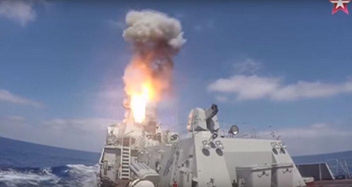 صواريخ كاليبر تنطلق من عرض البحر