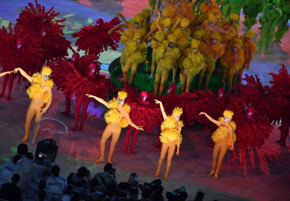 وداعاً ريو 2016 - فنانون خلال أثناء مسرحي استاد ماراكانا خلال مراسم انتهاء الألعاب الأولمبية الصيفية الـ 31 في ريو دي جانيرو، 21 أغسطس/ آب 2016