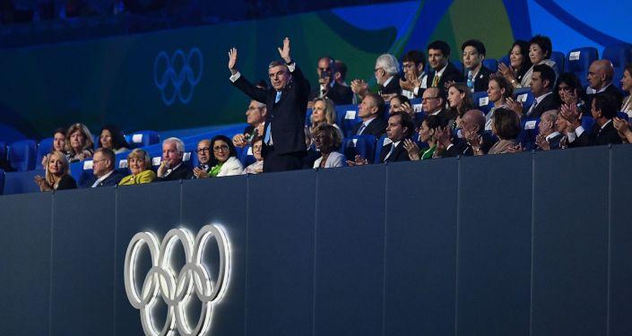 وداعاً ريو 2016 - رئيس اللجنة الأولمبية الدولية توماس باخ في استاد ماراكانا خلال مراسم انتهاء الألعاب الأولمبية الصيفية الـ 31 في ريو دي جانيرو، 21 أغسطس/ آب 2016