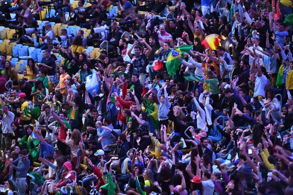 وداعاً ريو 2016 - جماهير استاد ماراكانا خلال مراسم انتهاء الألعاب الأولمبية الصيفية الـ 31 في ريو دي جانيرو، 21 أغسطس/ آب 2016