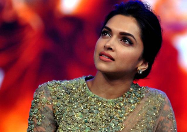 ممثلة بوليوود الهندية ديبيكا بادوكوني في مومباي، 15 سبتمبر/ أيلول 2014.
