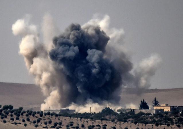 الدبابات التركية عبرت الحدود مع سوريا باتجاه مدينة جرابلس في إطار عملية درع الفرات لمحاربة تنظيم داعش