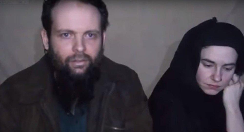 شاهد... طالبان تبث فيديو لأسير كندي وزوجته الأمريكية