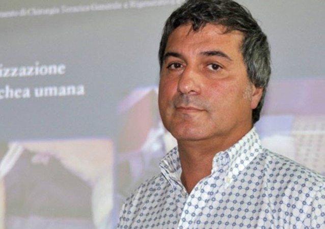 باولو ماكياريني، الذي يعتبر عالما شهيرا في الخلايا الجذعية، نفى جميع التهم الموجهة إليه