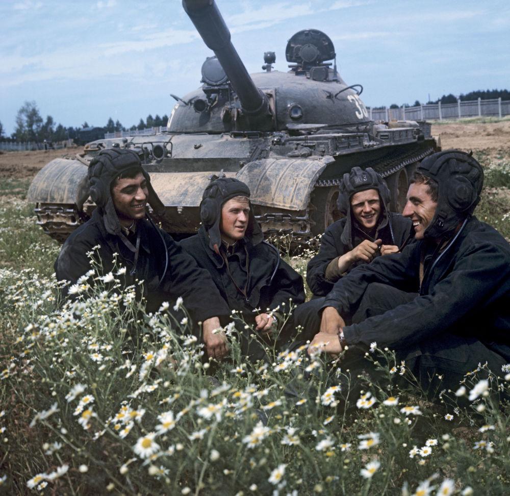 مجموعة من جنود الدبابات