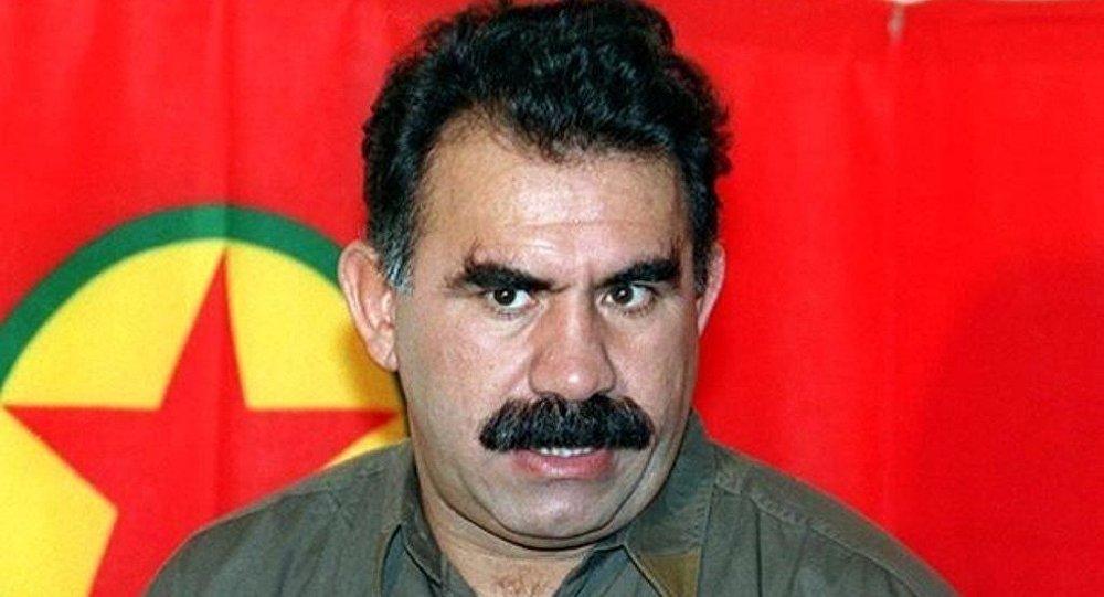 عبدالله أوجلان مسجون منذ عام 1999 في جزيرة ايمرالي قبالة اسطنبول.