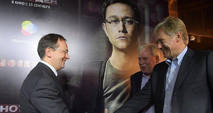 بيسكوف يحضر العرض الأول لفيلم سنودن
