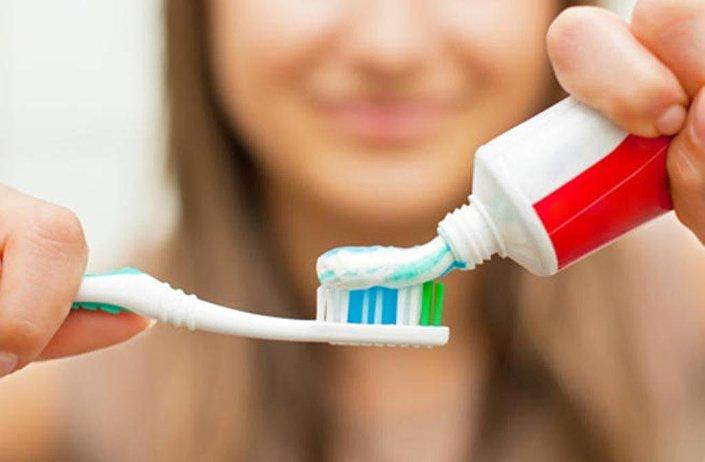 فوائد عجيبة لمعجون الأسنان