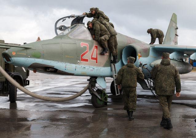 طائرة روسية من طراز سو-25 في قاعدة حميميم