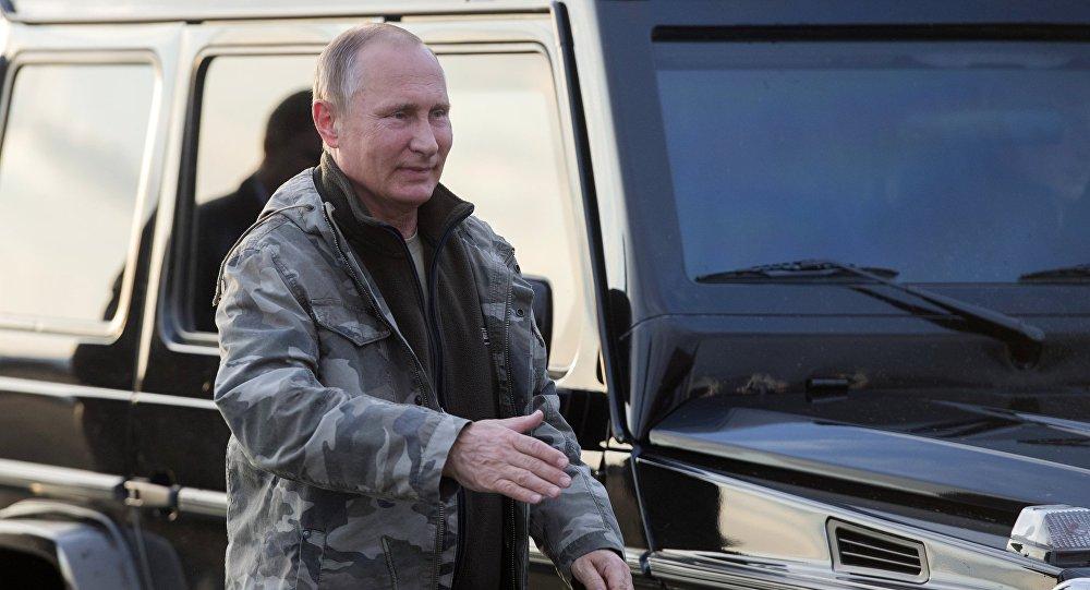 بوتين يزور مركز تربية خيول برزيفالسكي