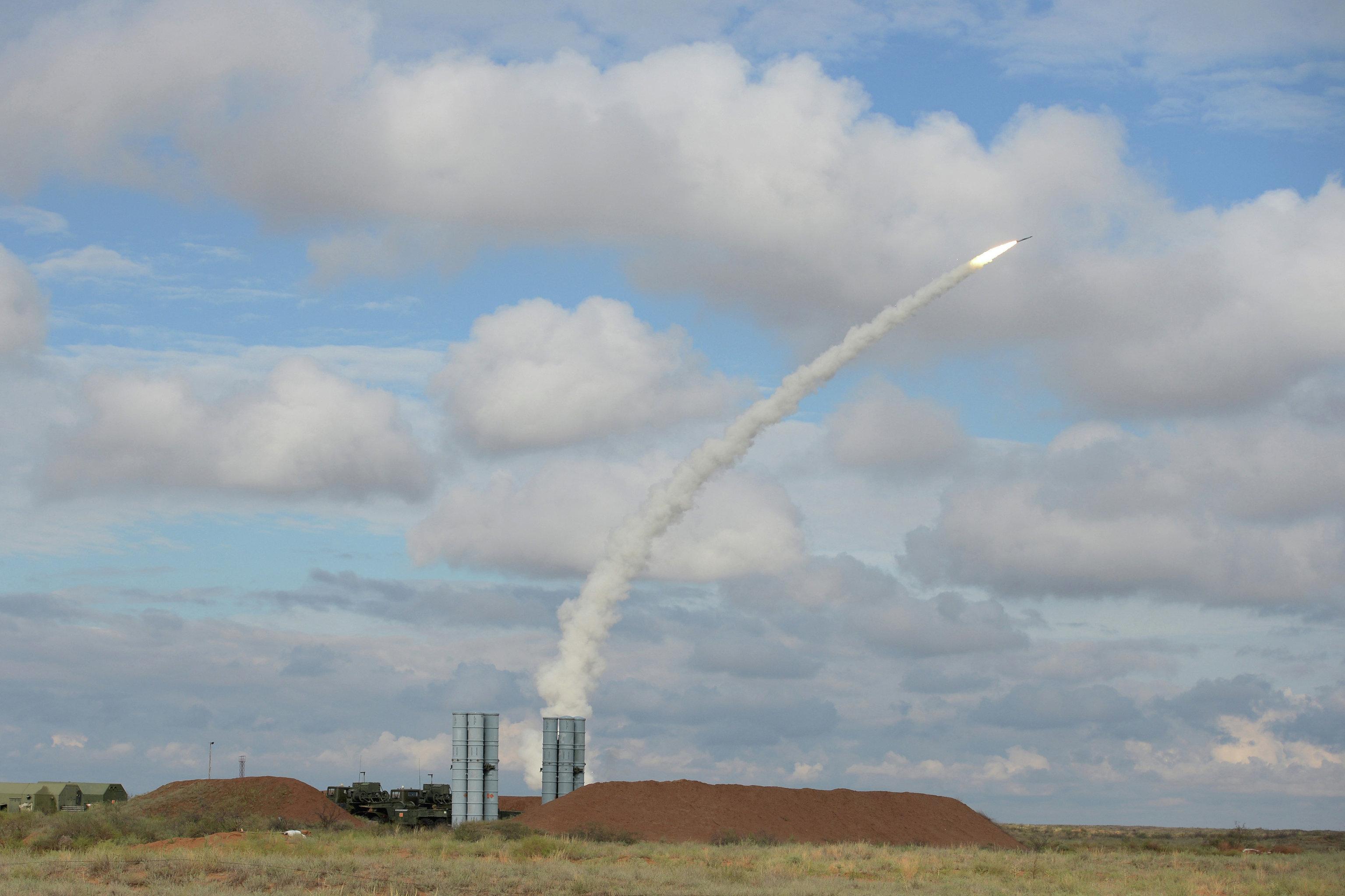 صواريخ الدفاع الجوي إس-300