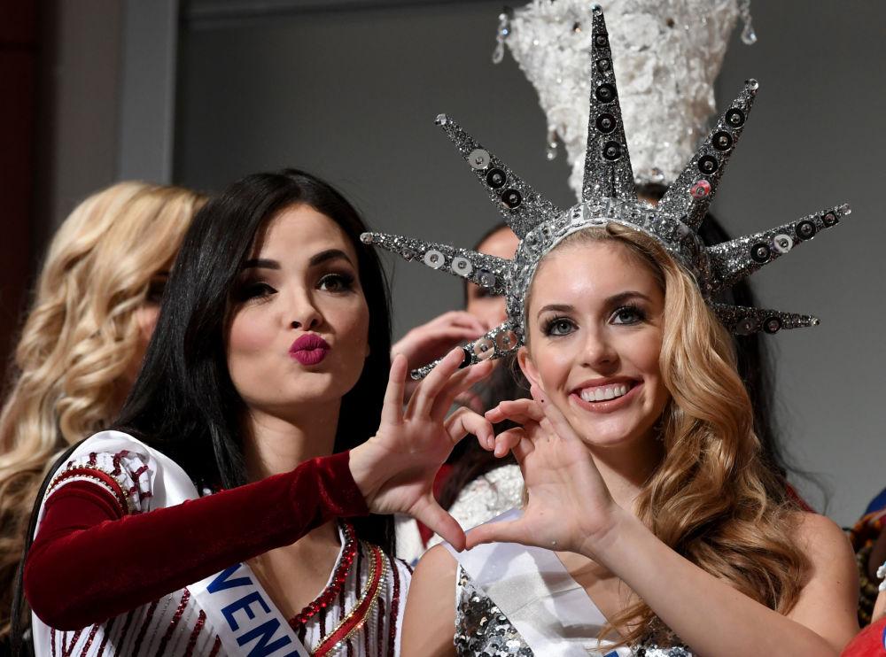 المسابقة الدولية لـ ملكة الجمال في طوكيو لعام 2016، الفينزويلية جيسيكا دوراتي والأمريكية كايتريانا لينباخ أما كاميرات التصوير، 11 أكتوبر/ تشرين الأول 2016