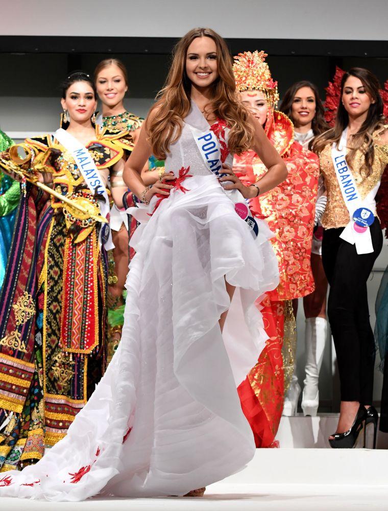 المسابقة الدولية لـ ملكة الجمال في طوكيو لعام 2016، البولندية ماغدالينا بينكوسكا وزيها الوطني، 11 أكتوبر/ تشرين الأول 2016