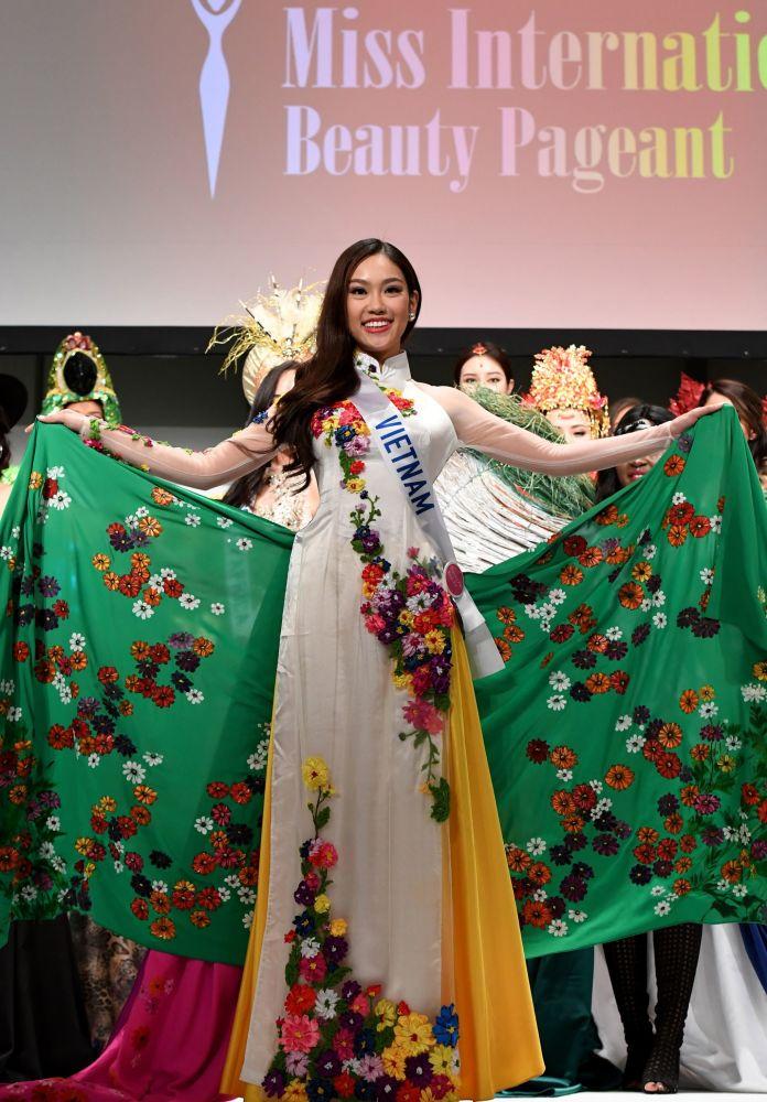 المسابقة الدولية لـ ملكة الجمال في طوكيو لعام 2016، الفيتنامية فام نغوس فيوننغ لينه وزيها الوطني 11 أكتوبر/ تشرين الأول 2016