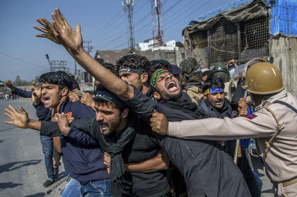 اشتباكات بين الشرطة الهندية والمتاظهرين المسلمين الكشمير في سريناغار، 10 أكتوبر/ تشرين الأول 2016