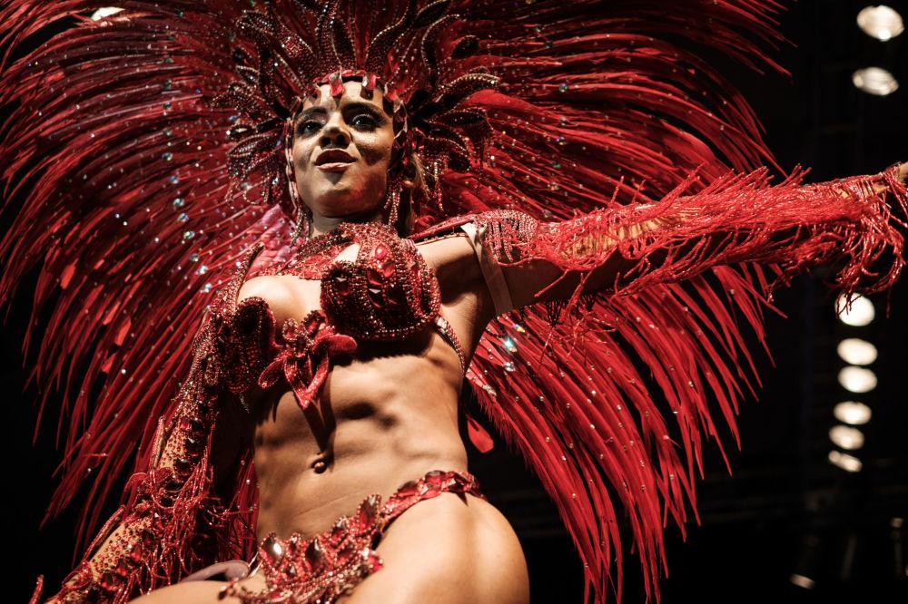 مشاركة في مسابقة ملكة المهرجان في رقص السامبا في ريو دي جانيرو، 11 أكتوبر/ تشرين الأول 2016