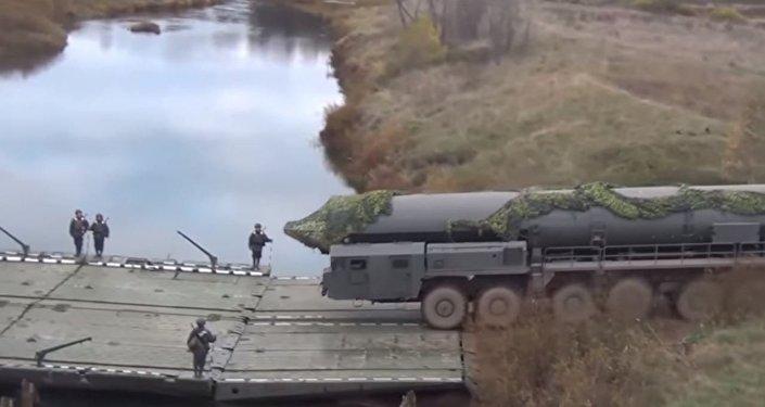 صاروخ يارس يعبر