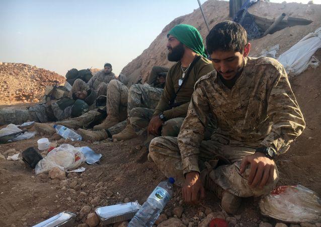 قوات الجيش السوري وقوات الدفاع الوطني في جنوب حلب، سوريا