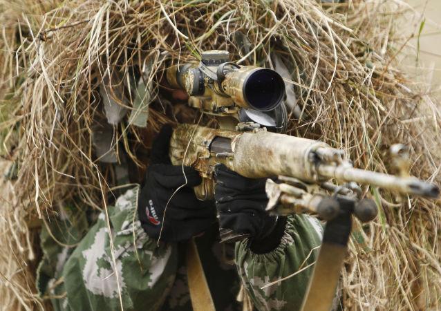 قناص من وحدة القوات الخاصة الروسية خلال التدريبات العسكرية في إقليم كراسنودارسك