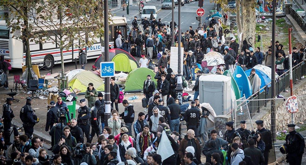 الشرطة الفرنسية تطرد اللاجئين من باريس