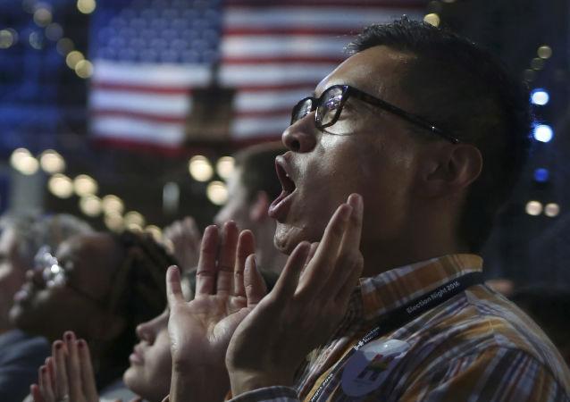 الانتخابات الرئاسية الأمريكية - مناصرو المرشحة الديموقراطية هيلاري كلينتون بعد إعلان نتائج التصويت في نيويورك، 8 نوفمبر/ تشرين الثاني 2016