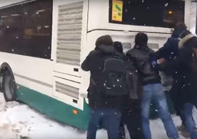 الطلاب الروس وفعل المستحيل
