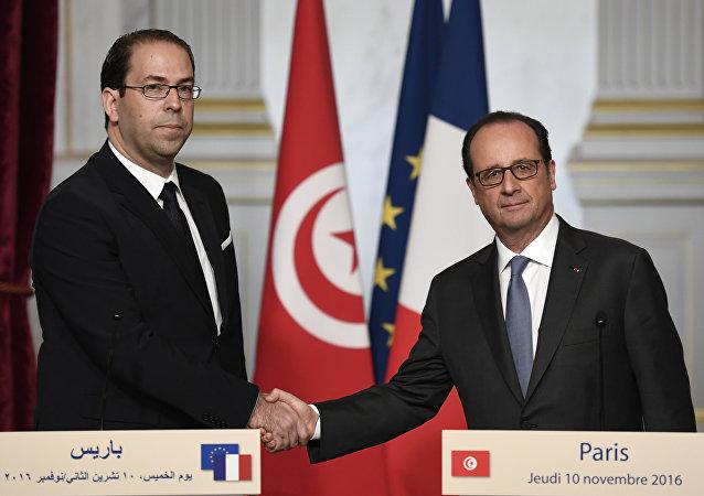 الرئيس الفرنسي فرانسوا هولاند ورئيس الوزراء التونسي يوسف الشاهد