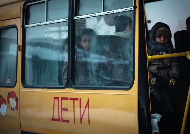 وصول مجموعة من الأطفال السوريين إلى مدينة سانت بطرسبورغ الروسية لتلقي العلاج في الأكاديمية الطبية العسكرية