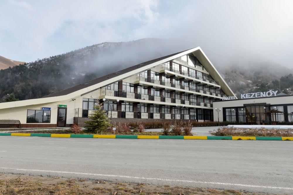 فندق بيراميدا بمنتجع سياحي بجوار جبال بحيرة كزينوي-آم