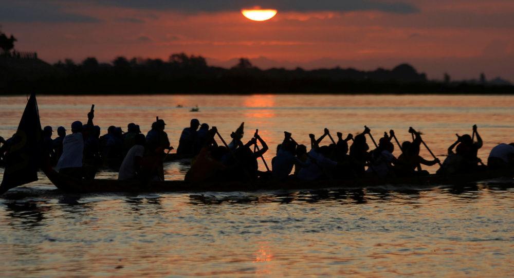 مهرجان الماء على نهر تونلي ساب في بنوم بنه، كمبوديا 14 نوفمبر/ تشرين الثاني 2016