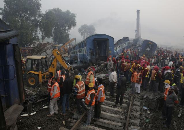 حادث تحطم قطار بعد عن خرج عن مسار السكة الحديدية في الهند، 21 نوفمبر/ تشرين الثاني 2016