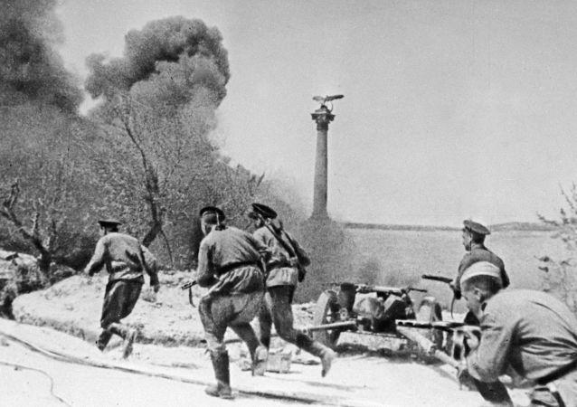 مشاة البحرية الروسية أثناء المعركة في سيفاستوبول في الحرب العالمية الثانية