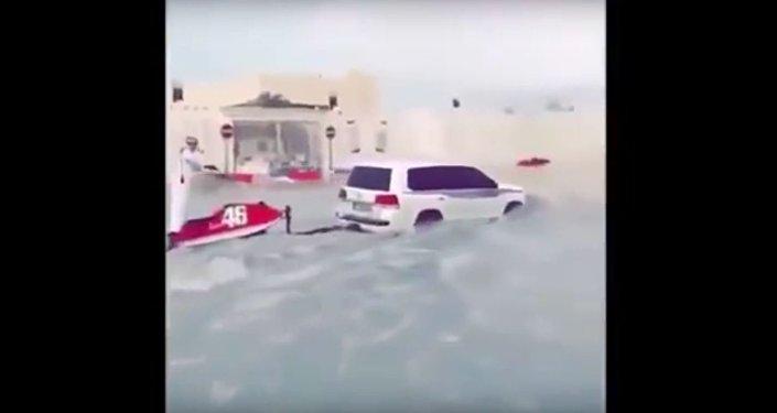 بالفيديو...أمطار غزيرة تغرق قطر